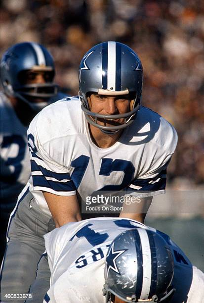 Roger Staubach of the Dallas Cowboys stands under center against the Miami Dolphins during Super Bowl VI at Tulane Stadium January 16 1972 in New...
