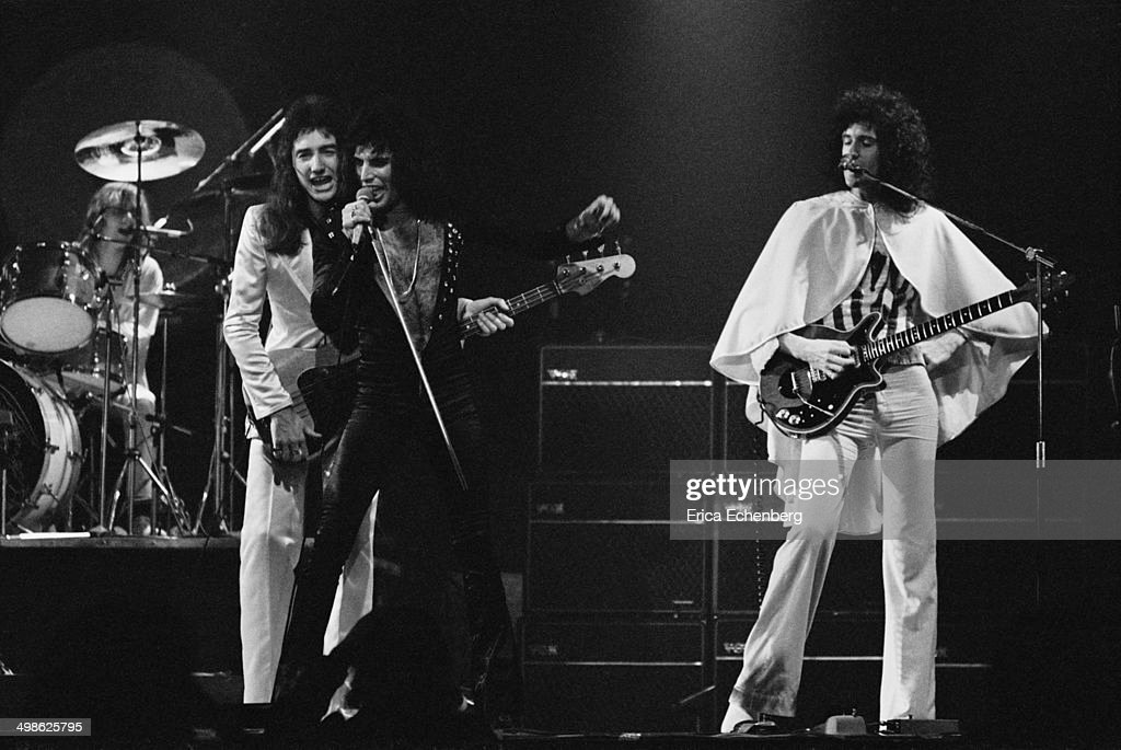 Queen Perform In Bournemouth : Fotografía de noticias