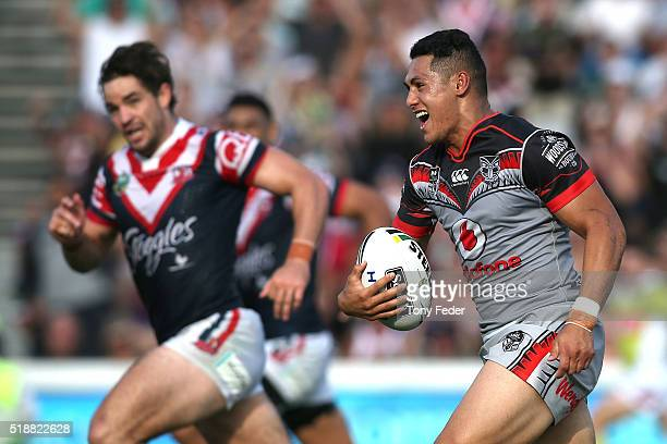 Roger Tuivasa Sheck of the Warriors about to score a try during golden point extra time during the round five NRL match between the Sydney Roosters...