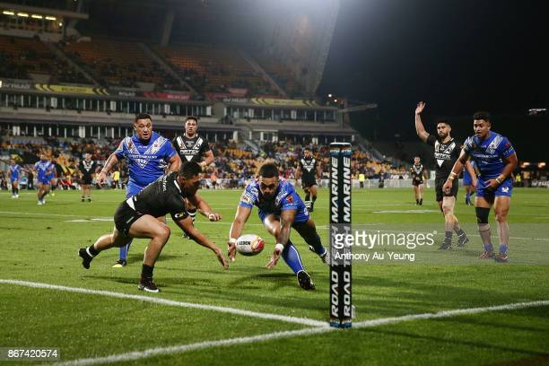 Roger TuivasaSheck of the Kiwis looks to pull the ball in touch against Ken Maumalo of Samoa during the 2017 Rugby League World Cup match between the...