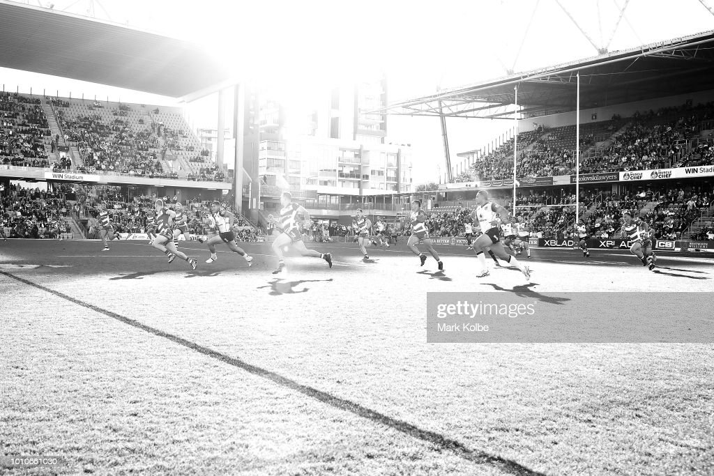 Roger Tuivasa-Sheck of the Warriors makes a break during the round 21 NRL match between the St George Illawarra Dragons and the New Zealand Warriors at WIN Stadium on August 4, 2018 in Wollongong, Australia.