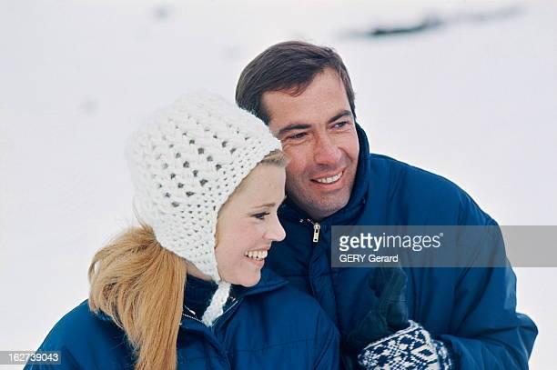 Roger Vadim And His Companion Jane Fonda In Chamonix Jane FONDA et son compagnon Roger VADIM aux sports d'hiver à CHAMONIX pendant l'hiver 1964