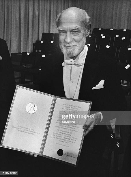 Roger Wolcott Sperry collects his Nobel Prize in Medicine in Stockholm for his work on the functional specialization of the cerebral hemispheres 10th...