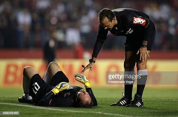 Rogerio Ceni of Sao Paulo is injured during the match between Sao Paulo and Flamengo for the Brazilian Series A 2014 at Estadio do Morumbi on...