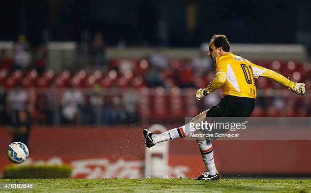 Rogerio Ceni of Sao Paulo scores their second goal during the match between Sao Paulo and Gremio for the Brazilian Series A 2015 at Morumbi stadium...