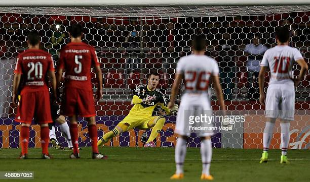 Rogerio Ceni of Sao Paulo scoring the first goal during the match between Sao Paulo and Flamengo for the Brazilian Series A 2014 at Estadio do...