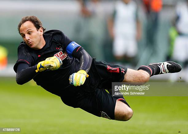 Rogerio Cenio of Sao Paulo in action during the match between Palmeiras and Sao Paulo for the Brazilian Series A 2015 at Allianz Parque stadium on...