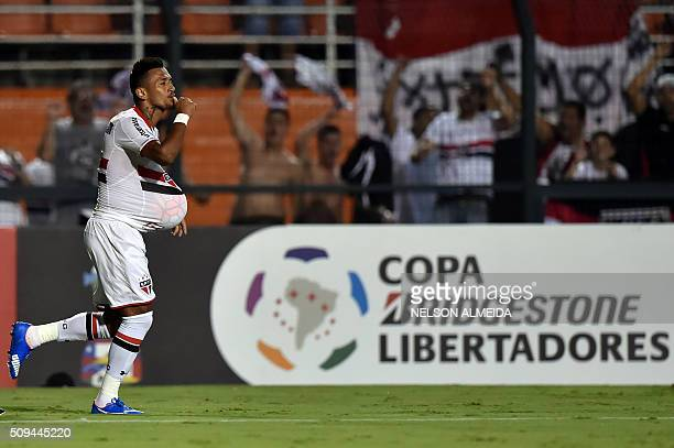 Rogerio of Brazils Sao Paulo celebrates his goal against Peru's Vallejo during their 2016 Copa Libertadores football match at Pacaembu stadium in Sao...
