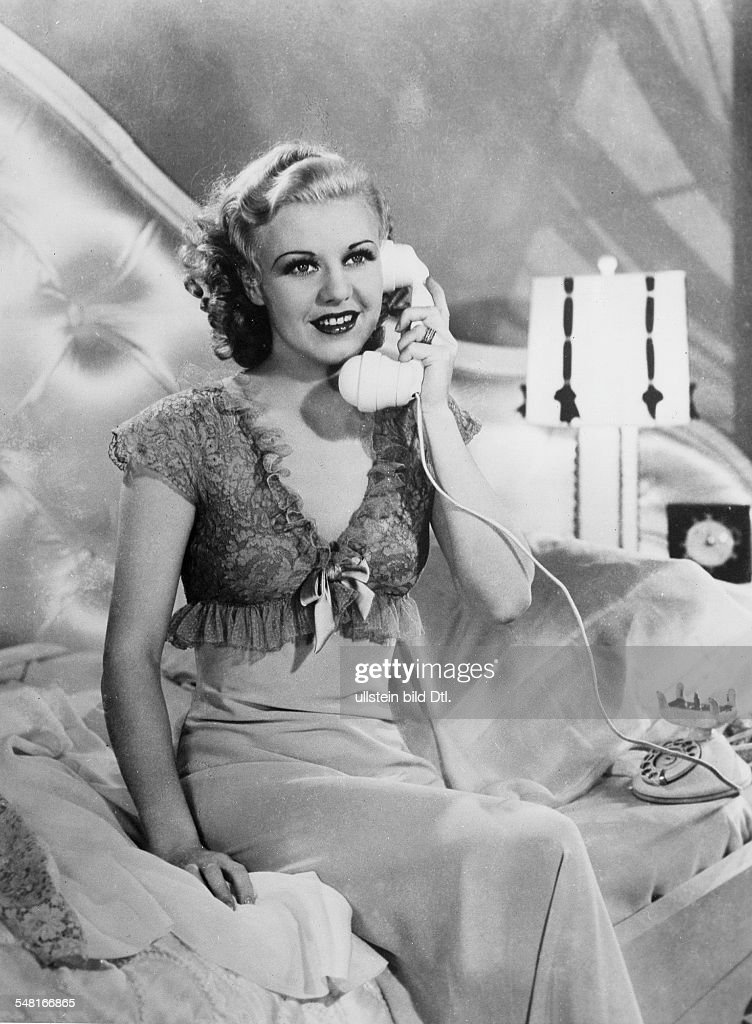 Rogers, Ginger - Singer, dancer, actress, USA - *16.07.1911-25.04.1995+ Scene from the movie 'Top Hat'' Directed by: Mark Sandrich USA 1935 Produced by: RKP Pictures Vintage property of ullstein bild : Foto di attualità