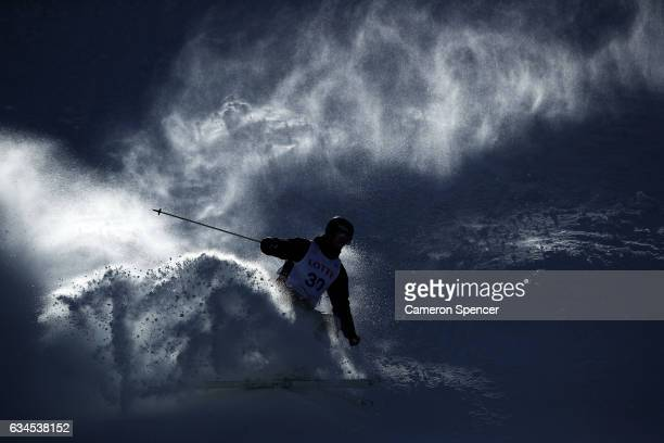 Rohan ChapmanDavies of Australia skis during a FIS Freestyle Ski World Cup 2016/17 Mens Moguls training session at Bokwang Snow Park on February 10...