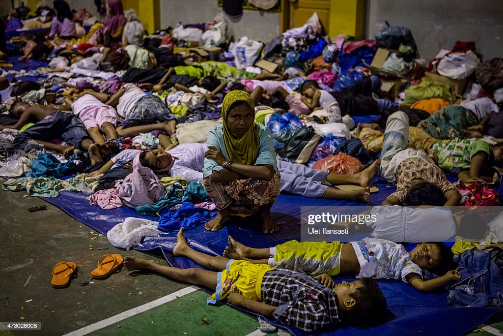 Boats Carrying Hundreds Of Rohingya Refugees From Myanmar Wash Up On Indonesian Shores : News Photo