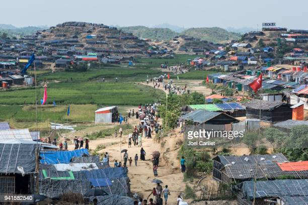 rohingya housing at jamtoli refugee camp - cox's bazaar stock pictures, royalty-free photos & images