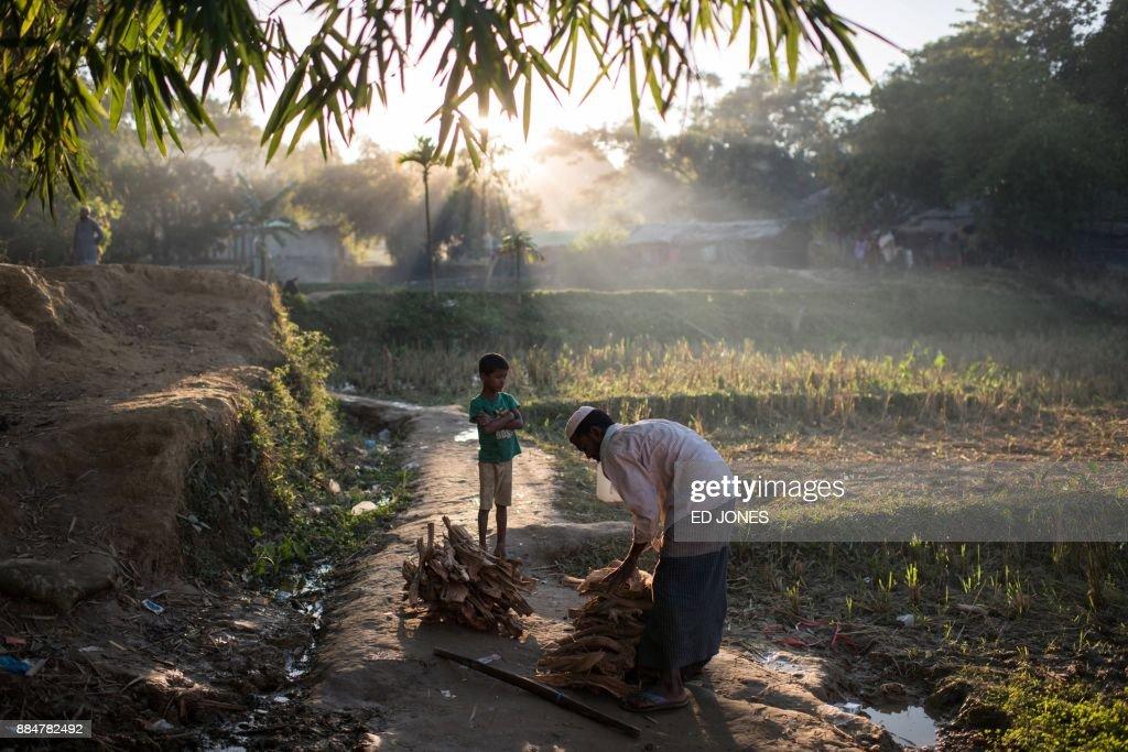 TOPSHOT-BANGLADESH-MYANMAR-UNREST-REFUGEE-ROHINGYA : Nachrichtenfoto