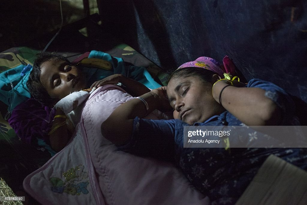 Rohingya and Bangladeshi migrants rescued by local fishermen : News Photo