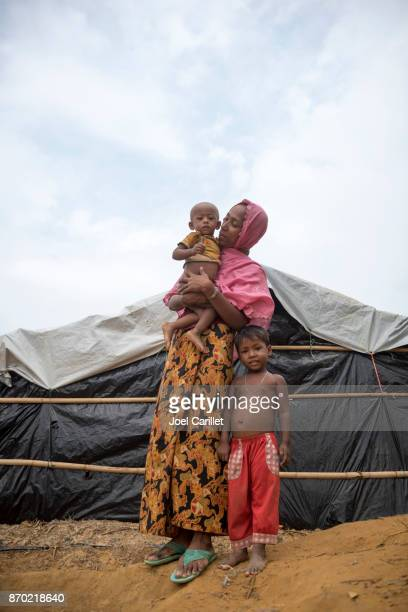 rohingya mother and children in refugee camp - humanitarian aid stock pictures, royalty-free photos & images