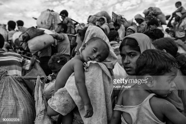COX'S BAZAR BANGLADESH NOVEMBER 02 Rohingya Muslim refugees crowd as they waiti proceed to camps after crossing the border from Myanmar into...