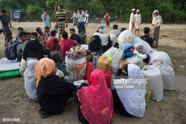 Rohingya Muslim refugees waiting to go camp after crossing the border from Myanmar in Teknaf on September 28 2017 More than 2000 Rohingya have massed...