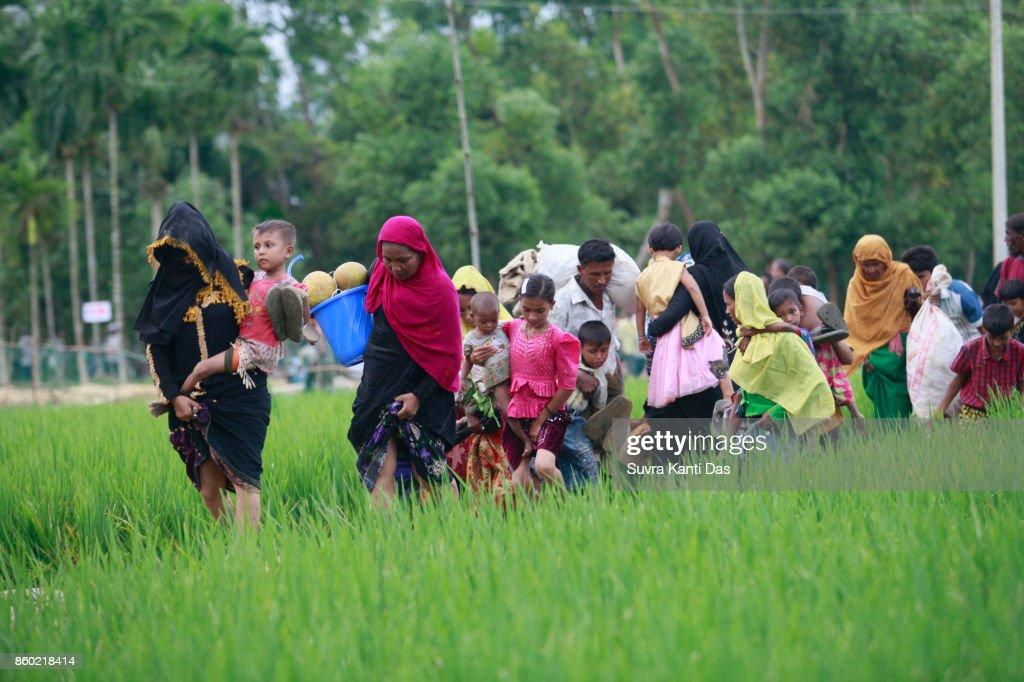 Rohingya moslims ontvluchten geweld In Myanmar : Stockfoto