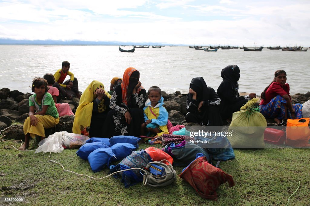 Rohingya people flee continuing in Bangladesh : News Photo