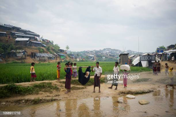 rohingya refugee seeking medical care in bangladesh - cox's bazaar stock pictures, royalty-free photos & images