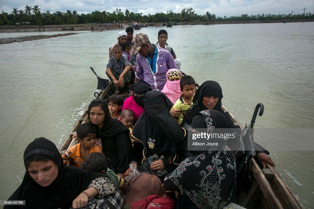 Rohingya Refugees Flood Into Bangladesh : ニュース写真