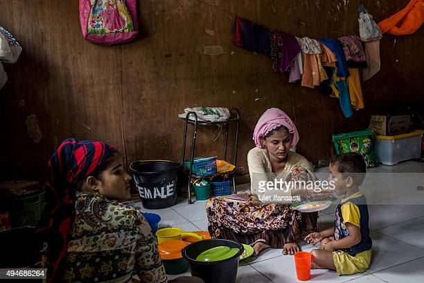 Rohingya refugees Habezah left with her son Abdullah eat together at a temporary shelter in Bayeun as some 1000 Rohingya Muslims remain in limbo on...