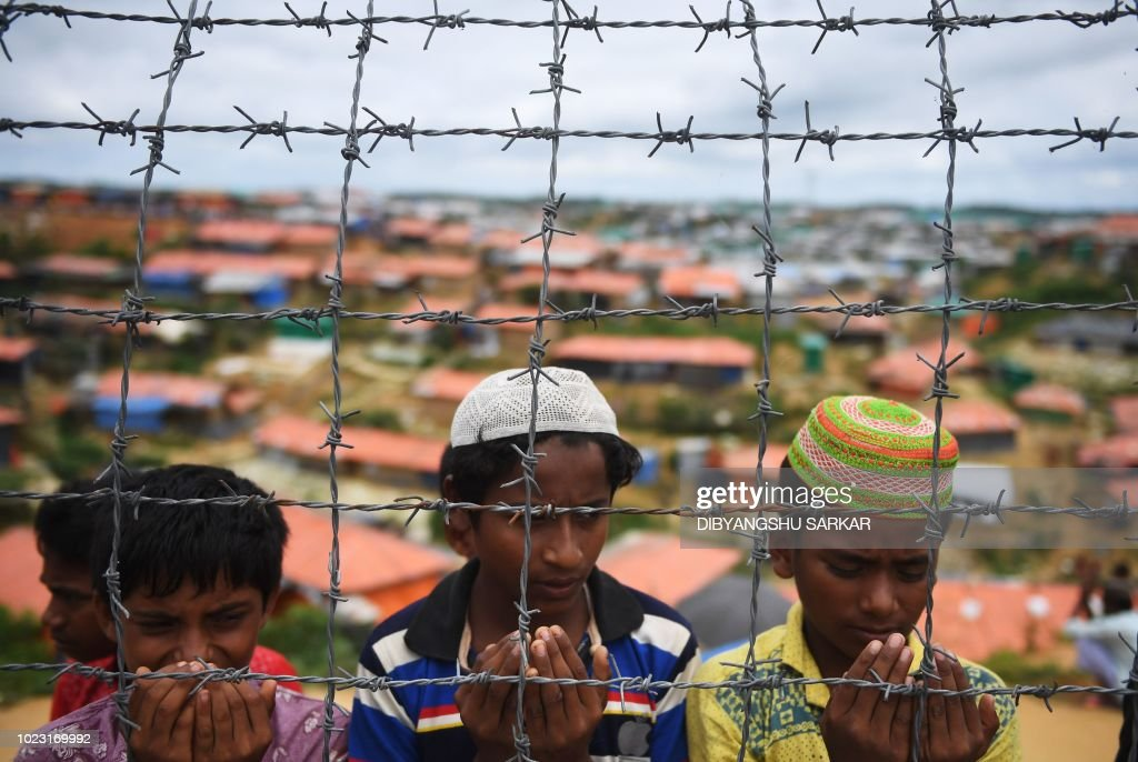 TOPSHOT-MYANMAR-BANGLADESH-REFUGEE-UNREST-ROHINGYA : News Photo
