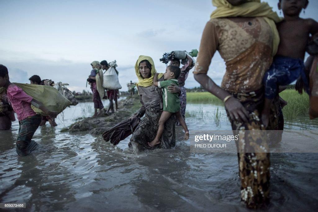 TOPSHOT-BANGLADESH-MYANMAR-UNREST-REFUGEE-UN : News Photo