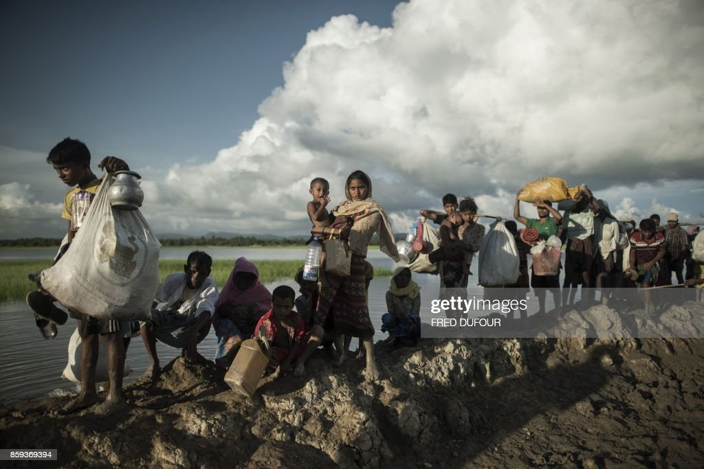 TOPSHOT-BANGLADESH-MYANMAR-UNREST-REFUGEE-UN : News Photo