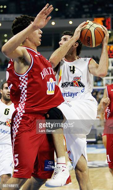 RokoLeni Ukic from Croatia guards Rudy Fernandez from Spain during the FIBA EuroBasket 2005 quarter final match between Spain and Croatia on...