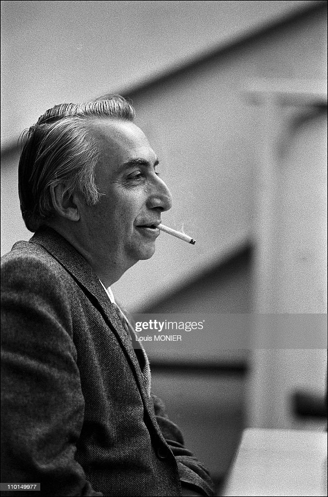 Roland Barthes, writer (N+B) in France in 1972. : ニュース写真