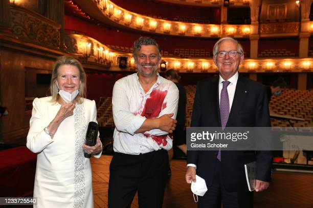 """Roland Berger and his wife Karin Berger and opera singer Jonas Kaufmann during the premiere of """"Tristan und Isolde"""" as part of the Munich Opera..."""