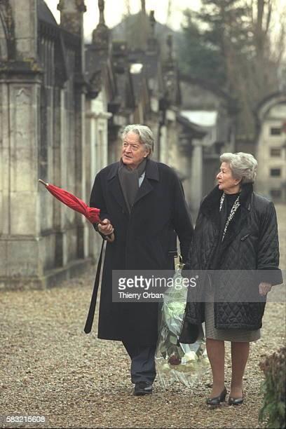 Roland Dumas et son épouse Anne-Marie au cimetière des Grands-maisons à Jarnac.