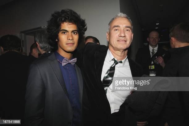 Roland Emmerich Und Sein Freund Gerado Soto Alvidrez Bei Der Afterparty Zur Eröffnungsgala Der 60 Berlinale Im Moskau In Berlin