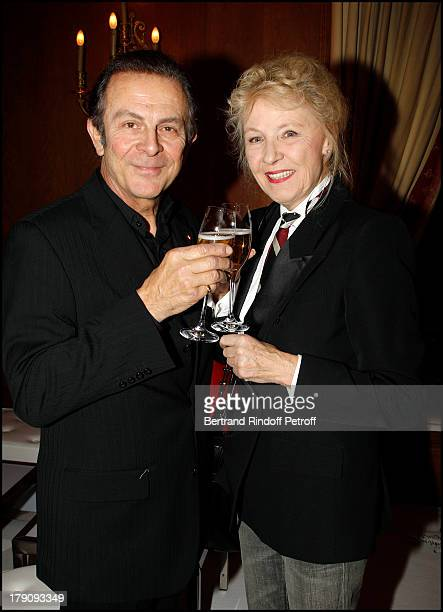 Roland Giraud and wife Maaike Jansen Gerard Jugnot at Presentation Of Buche De Noel Le Notre 2010 Created By Christian Lacroix At Pre Catelan At Paris