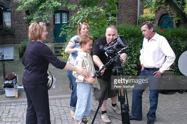 Roland Kaiser Ehefrau Silvia Sohn Jan Kameramann Feuerstarke Aufnahmen zur ersten KinderCD Kinderzeit Kinderbauernhof Neuss Deutschland PNr 1077/2005...