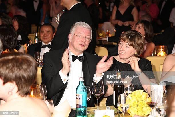 Roland Koch Und Ehefrau Anke Beim Deutschen Opernball In Der Alten Oper In Frankfurt Am Main .