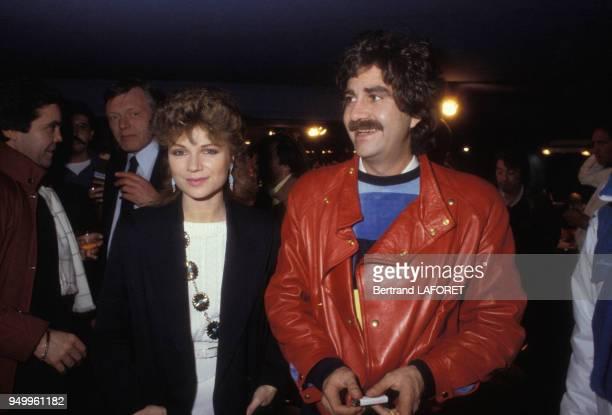 Roland Magdane et Karen Cheryl lors d'une soirée, circa 1980, à Paris, France.