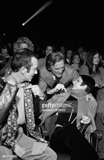 Roland Petit et Zizi Jeanmaire avec Kirk Douglas lors d'une première le 28 septembre 1971 à Paris France