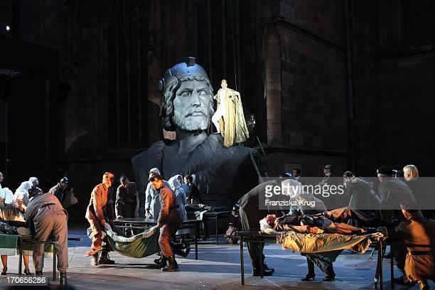Roland Renner Bei Der Fotoprobe Zu Siegfrieds Frauen Bei Den NibelungenFestspielen Am Dom In Worms