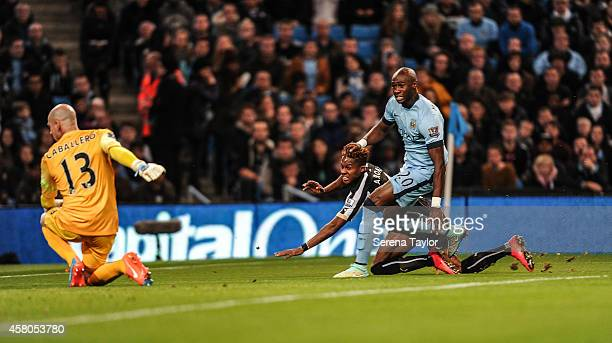 Rolando Aarons of Newcastle scores the opening goal past Manchester City's Goal Keeper Willy Caballero and defender Eliaquim Mangala during the...