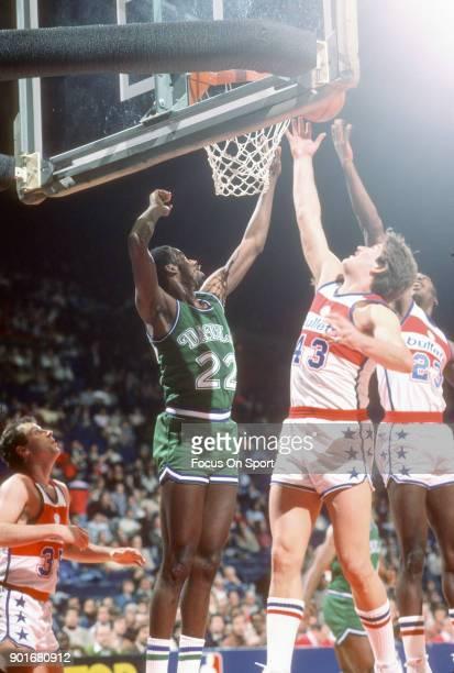 Rolando Blackman of the Dallas Mavericks battles for a rebound with Jeff Ruland of the Washington Bullets during an NBA basketball game circa 1982 at...