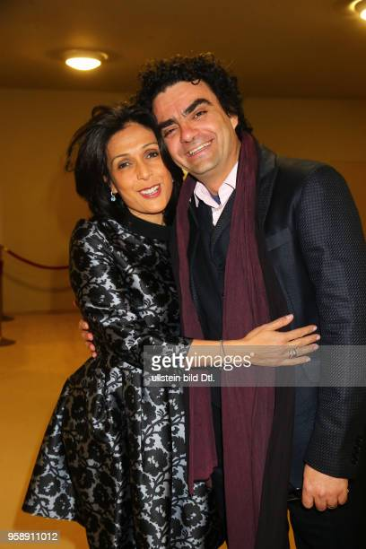 Rolando Villazon mit Frau Lucia bei der Verleihung des > BZ Kulturpreis 2017 < im Schillertheater in Berlin