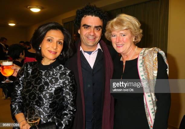 Rolando Villazon mit Frau Lucia und Monika Gruetters bei der Verleihung des > BZ Kulturpreis 2017 < im Schillertheater in Berlin