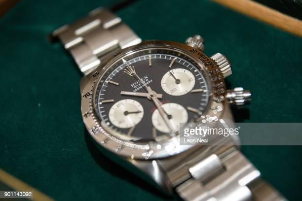 01cb7bdd92c9bb Rolex Daytona watch is displayed at the Mayfair Antiques and Fine Arts Fair  on January 4. Solo per uso editoriale. Rolex Orologio da polso di ...