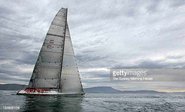 2010 Rolex Sydney to Hobart Yacht Race Wild Oats XI sails up the Derwent River as it heads for its historic 3 Line Honours Wins in a row in the Rolex...