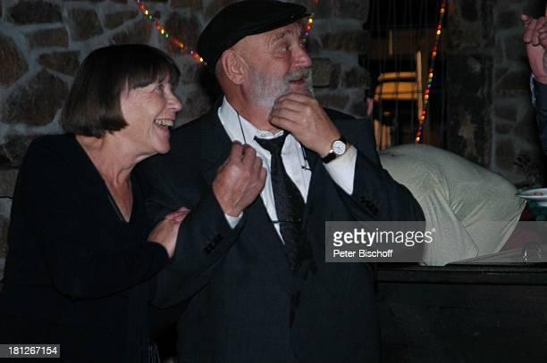 Rolf Hoppe Ehefrau Friederike Hoppe Feier zum 60 Geburtstag von G u n t h e r E m m e r l i c h Hoftheater Dresden Weißig bei Dresden Ehepaar Mütze...