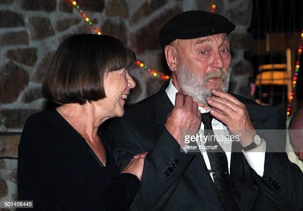 Rolf Hoppe Ehefrau Friederike Hoppe Feier zum 60 Geburtstag von G u n t h e r E m m e r l i c h Innenhof Hoftheater Dresden Weißig Sachsen...
