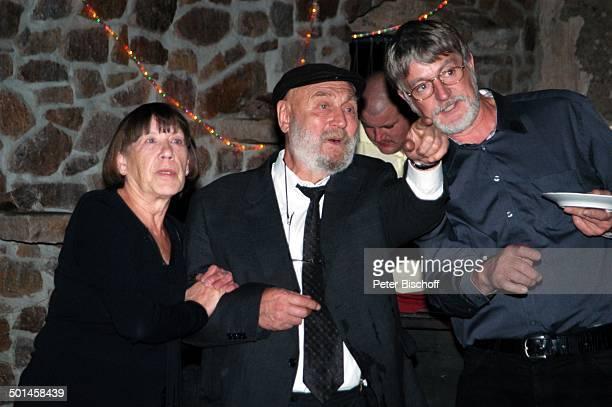 Rolf Hoppe Ehefrau Friederike Hoppe Gast Feier zum 60 Geburtstag von G u n t h e r E m m e r l i c h Innenhof Hoftheater Dresden Weißig Sachsen...