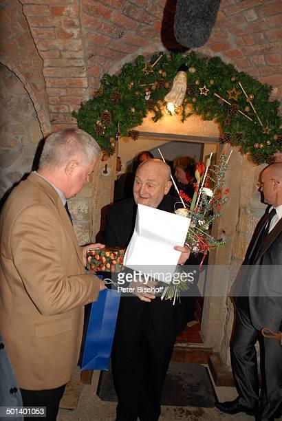 Rolf Hoppe Gast Geburtstagsfeier und Gala zum 80 Geburtstag von Rolf Hoppe Theater Rolf Hoppes Hoftheater Dresden Sachsen Deutschland Europa Feier...